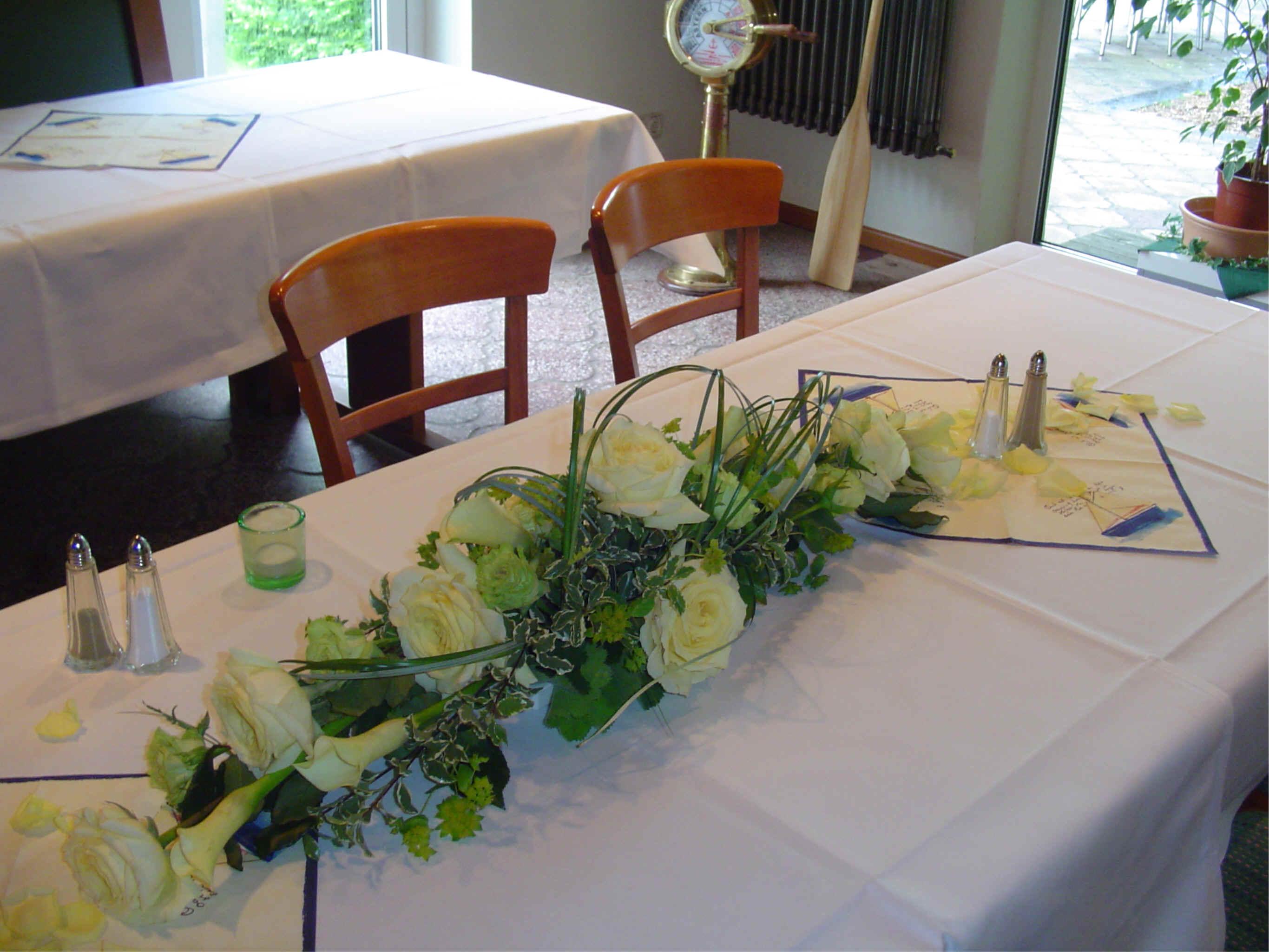 Blumendeko Hochzeit Runde Tische Mit Kerzenleuchter Tischdekoration